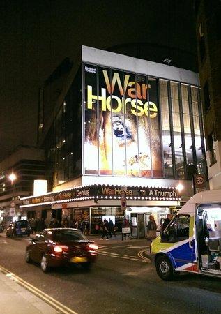 War Horse: Вид театра вечером