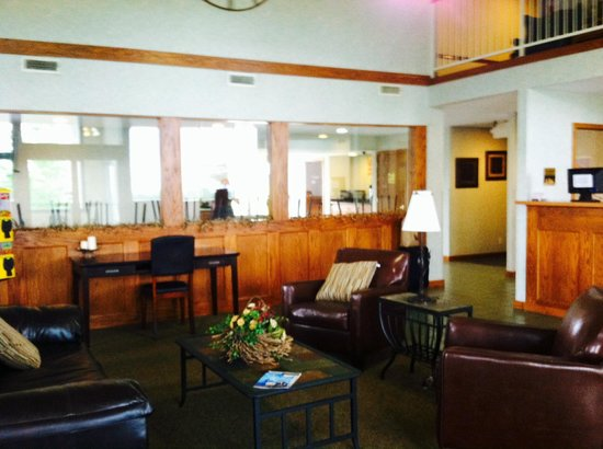 Buffalo Inn & Suites: Lobby area