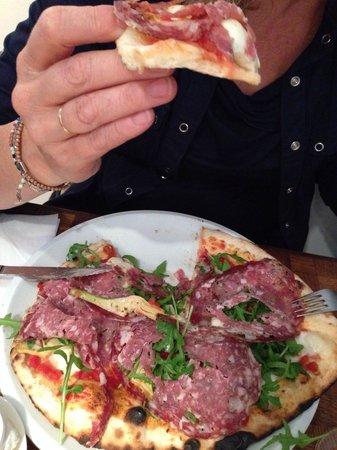 La Perla: Pizza met venkelsalami. Goddelijk!