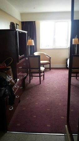 The Regency Hotel Dublin: Seating in bedroom