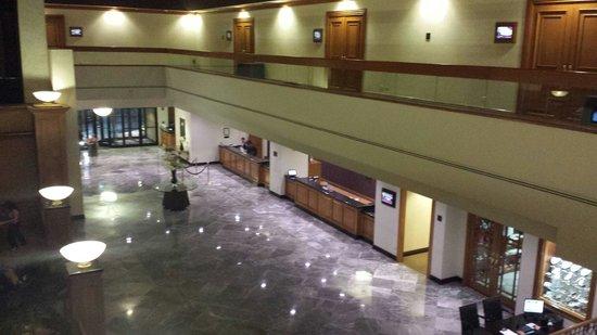 Crowne Plaza Monterrey: El lobby