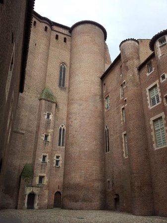 Musee Toulouse-Lautrec: Palacio de la Berbier y entrada al Museo de Toulouse Lautrec