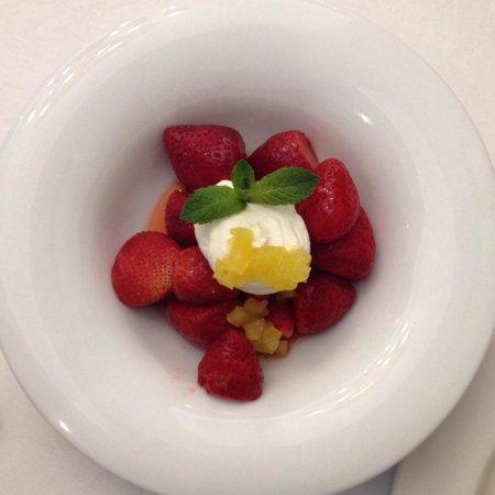 La Santanderina: Fresas confitadas, en esta ocasión con requesón.