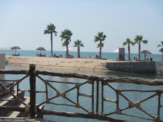 The Cove Rotana Resort Ras Al Khaimah: towards the beach