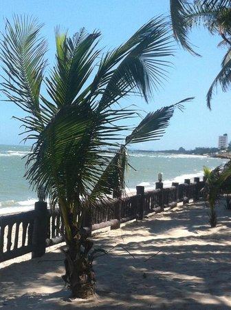 Regent Chalet Regent Beach Cha-Am: A little further off the deck towards the ocean