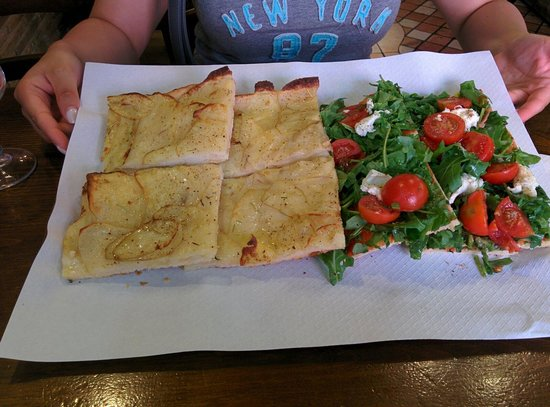 pizza rustica Lo Scricciolo: Potato pizza & a beautiful rocket, tomato and mozzarella pizza. Delicious!