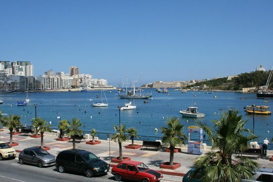 115 The Strand Hotel and Suites : Sliema harbour from 115 The Strand