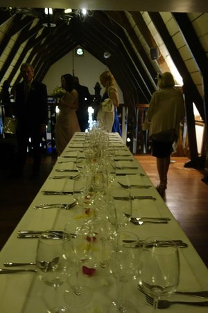 Schoolhouse Hotel: All 16 of us were able to sit around the same table for lunch, it was so perfect!