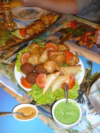 Restaurant L'Ile Maurice: gâteaux piment, samoussa, beignets crevettes, beignets aubergines, accras