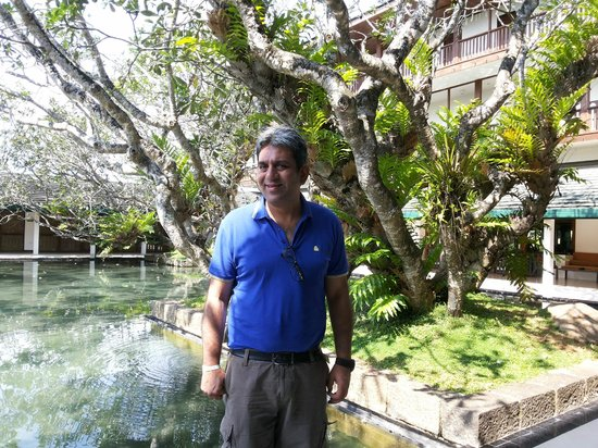 Bentota Beach by Cinnamon: Reflecting pool in courtyard adjacent to dining room/lobby