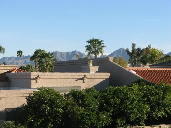 Days Inn & Suites Scottsdale North : View from our room