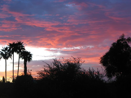 Days Inn & Suites Scottsdale North: Sunset from our balcony