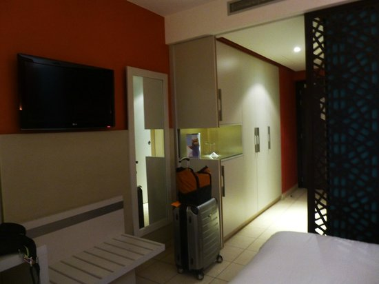 Barcelo Fes Medina: Spacious closets, in- room safe, mini-bar area