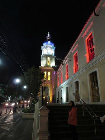 Hotel Santa Fe: big church, town square