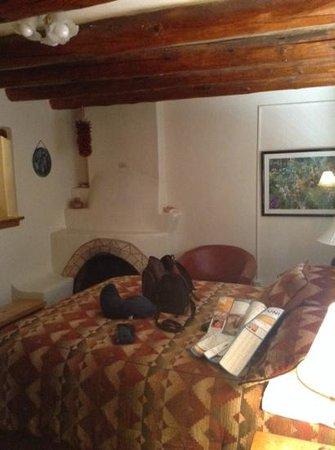 Inn at Pueblo Bonito Santa Fe: romatico con caminetto