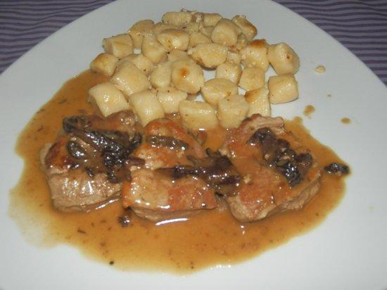Municipium : ottimo piatto di maiale con salsa di prugne e gnocchi