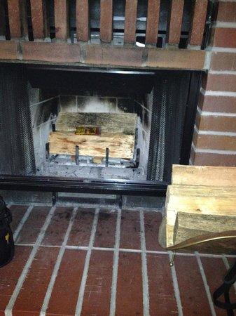 Sutter Creek Inn : fireplace