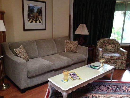 Sutter Creek Inn: sitting area