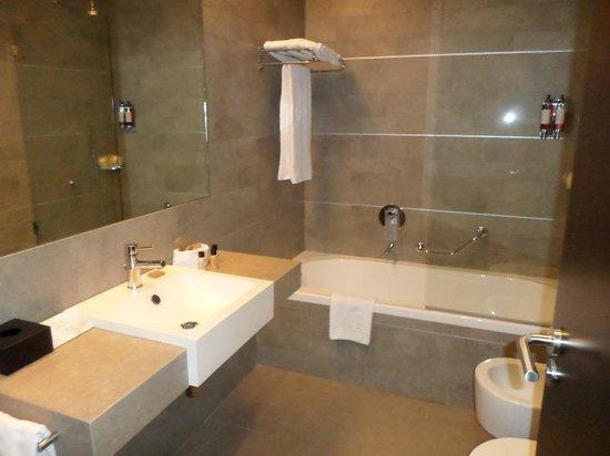 Monte da Quinta Resort: Bathroom