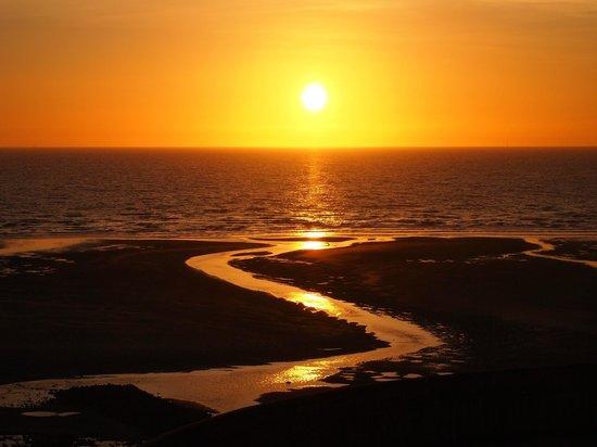 The Cliffs Hotel: Sunset from cliffs