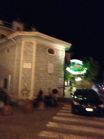 Posta Hotel Ristorante: L'antica chiesetta di San Rocco, accanto all'hotel