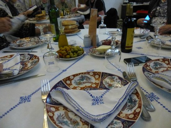 Restaurant dar hatim: Table setting