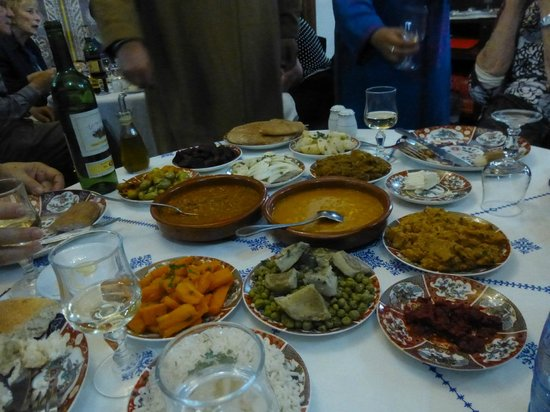 Restaurant dar hatim : Sampling of appetizers (comes with all meals)