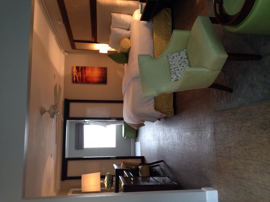 Almond Tree Inn: King room