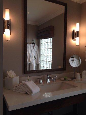 Almond Tree Inn: Bathroom