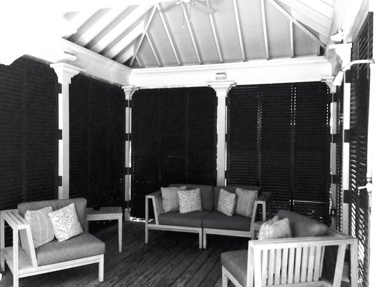 Almond Tree Inn : Outside deck on second floor.