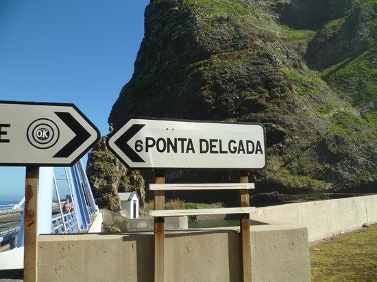 Sao Vicente Caves &  Volcanism Centre : Round the corner signpost to Ponta Delgada, Madeira