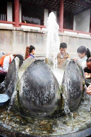 Huaqing Palace: spring water