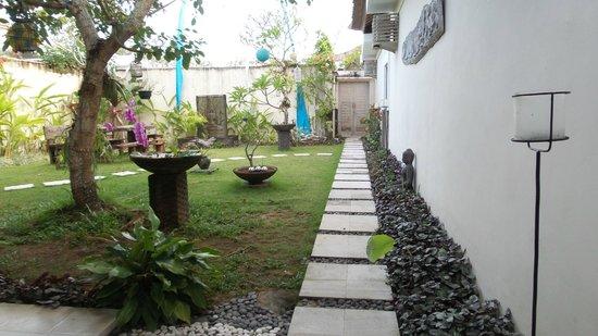 Enigma Bali Villas: Walkway