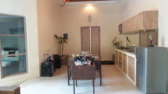 Enigma Bali Villas: Dining & Kitchen