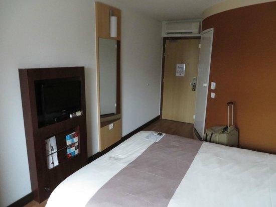 Ibis Aberdeen Centre : Room view 1