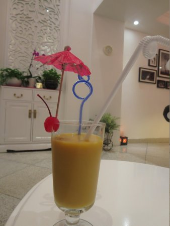 Oriental Central Hotel: Our welcome drink