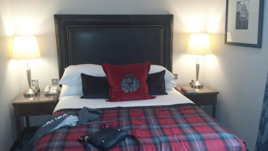 Macdonald Holyrood Hotel: The bed in the hotel room