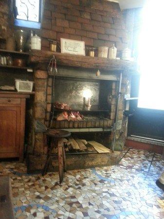 Chez Robert et Louise : Wood burning oven