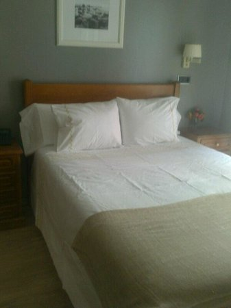 Hotel Arco Navia: Habitacion