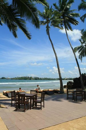 CoCo Bay Unawatuna: View of outdoor dining area, beach and sea. Paradise