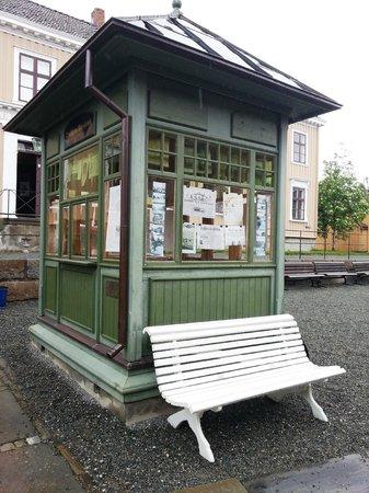 Sverresborg Trondelag Folk Museum : Quiosque na praça