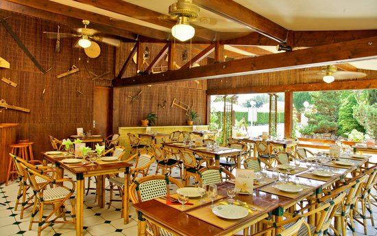 Auberge de la Petite-Reine : terrasse couverte restaurant