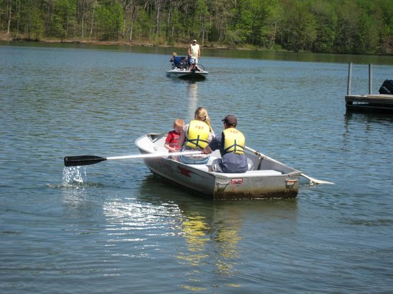 Sykesville, MD: Enjoying  an outing on a rental rowboat at Piney Run Park.