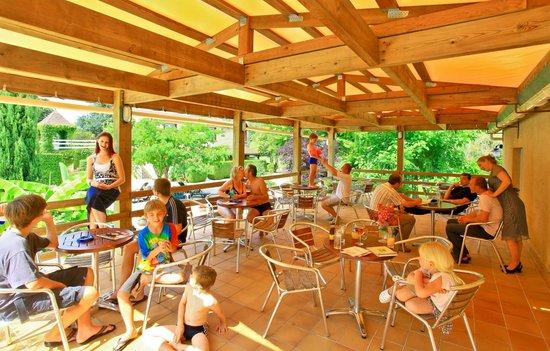 Auberge de la Petite-Reine : terrasse couverte