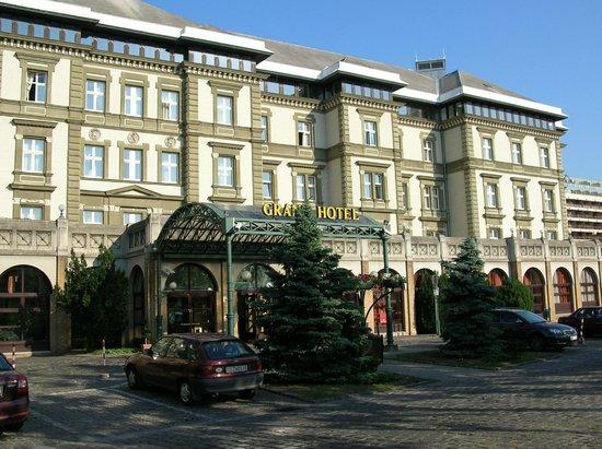 Danubius Grand Hotel Margitsziget: Здание отеля