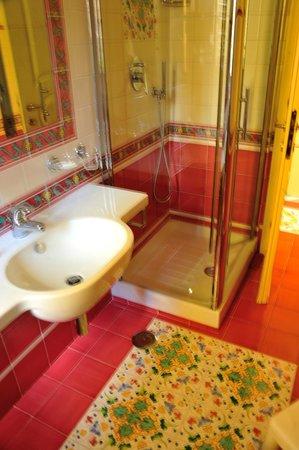 Hotel Santa Lucia: bagno 212