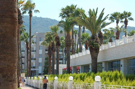 Marti Resort de Luxe : один из отелей на набережной Мармариса
