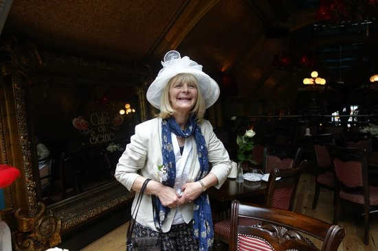 Cafe en Seine : Mother of the bride