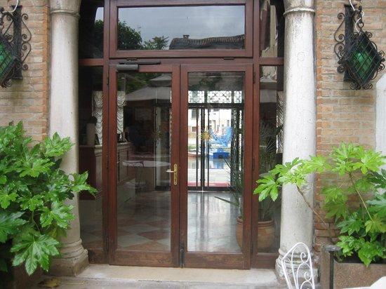 Hotel Al Sole : Front door