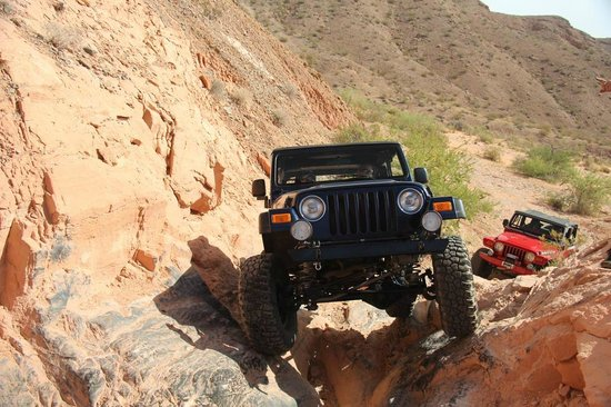 Las Vegas Rock Crawlers : Climbing on our own. Way cool